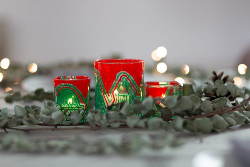 Red and green tea lights